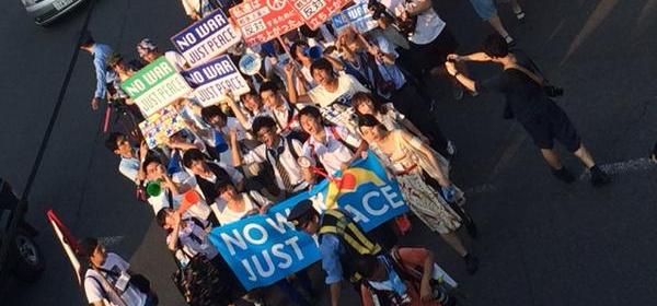 高校生の安保法制デモ行進の様子