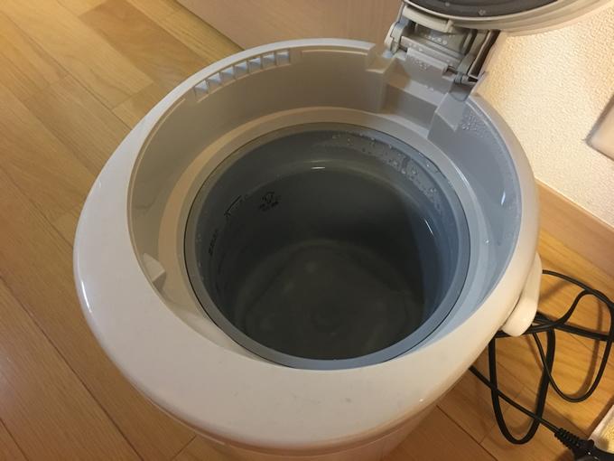 フタをあけて水をいれるだけの簡単設計